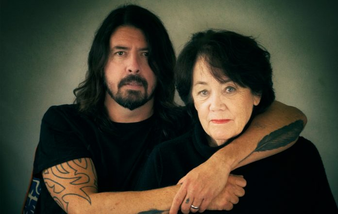 """Dave Grohl on the time he found his mum drinking beers with Green Day: """"She's verycool!"""""""